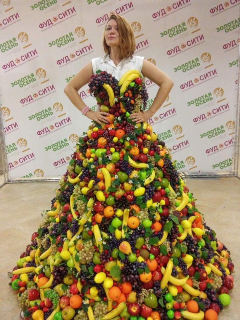 Платье из фруктов